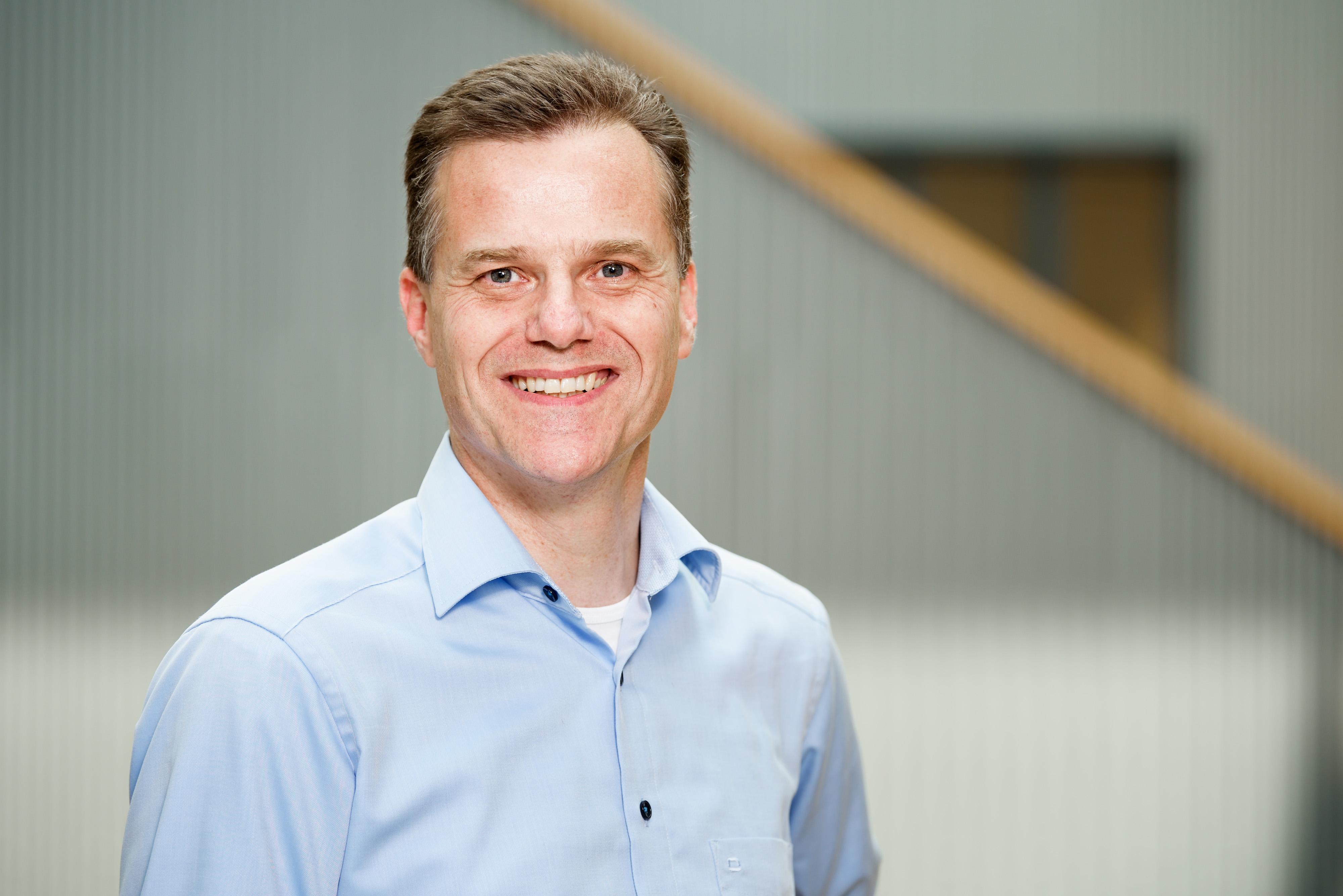 Heuvel, prof.dr. E.R. van den