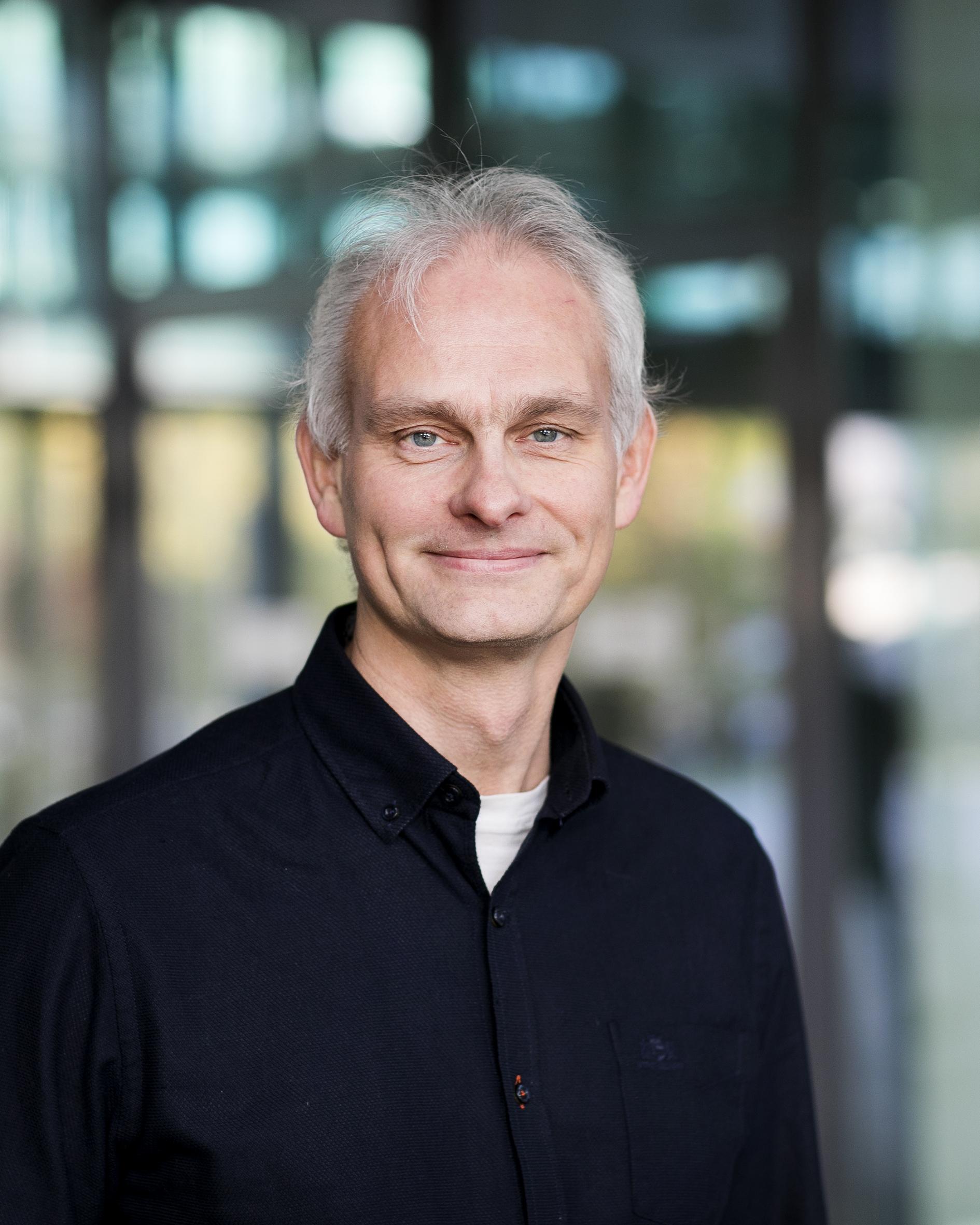 Hest, prof.dr.ir. J.C.M. van