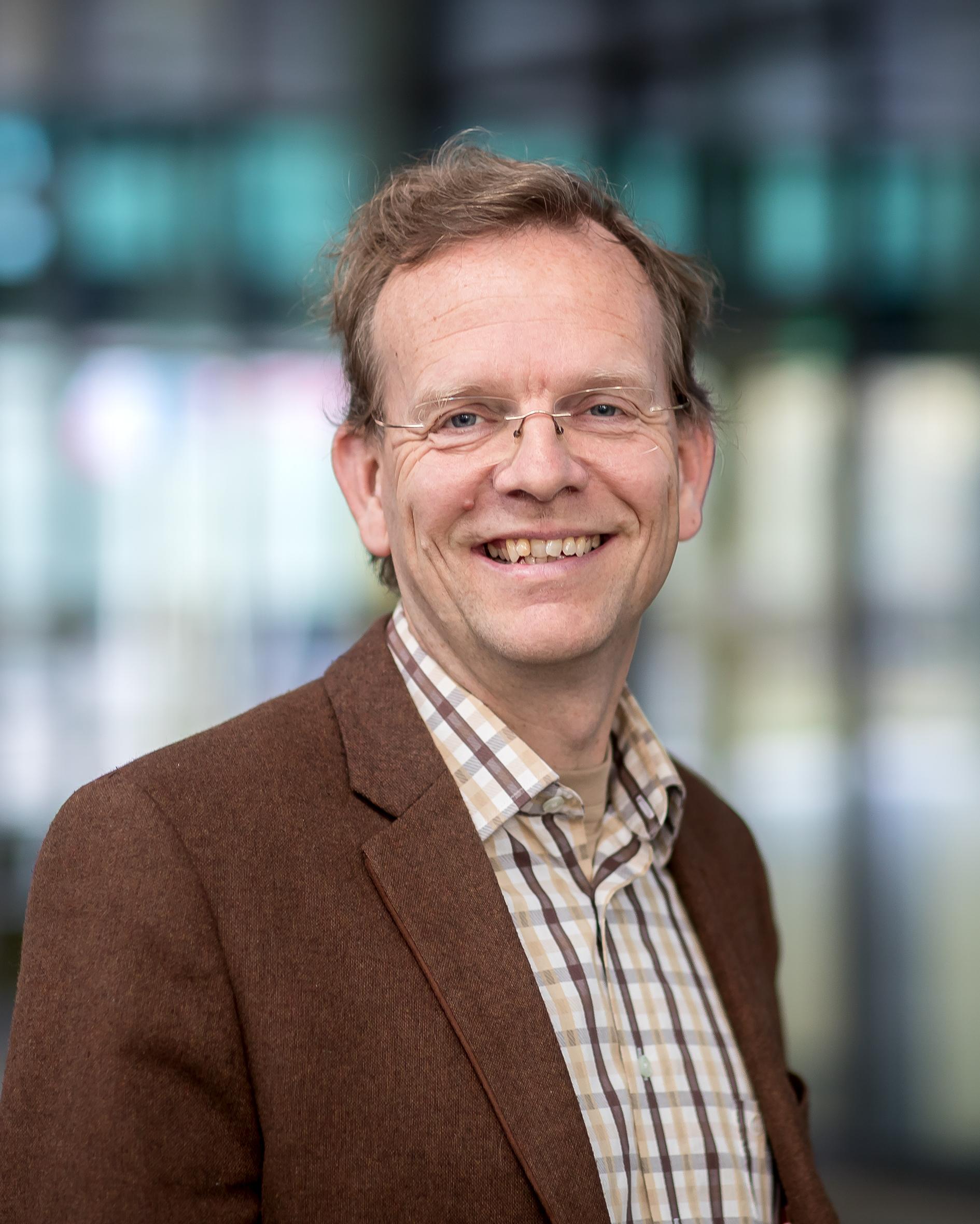 Benthem, prof.dr. R.A.T.M. van