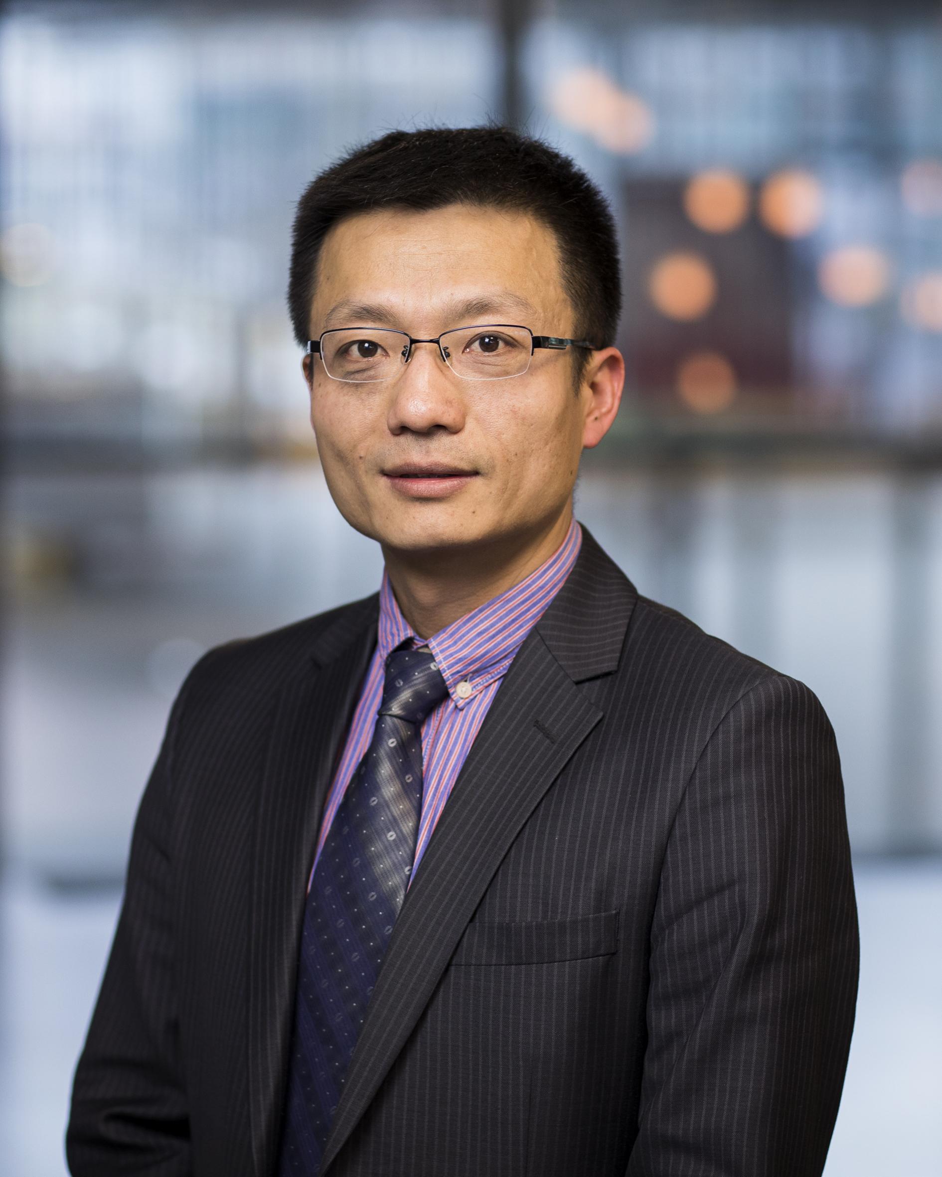 Feng, dr. T.